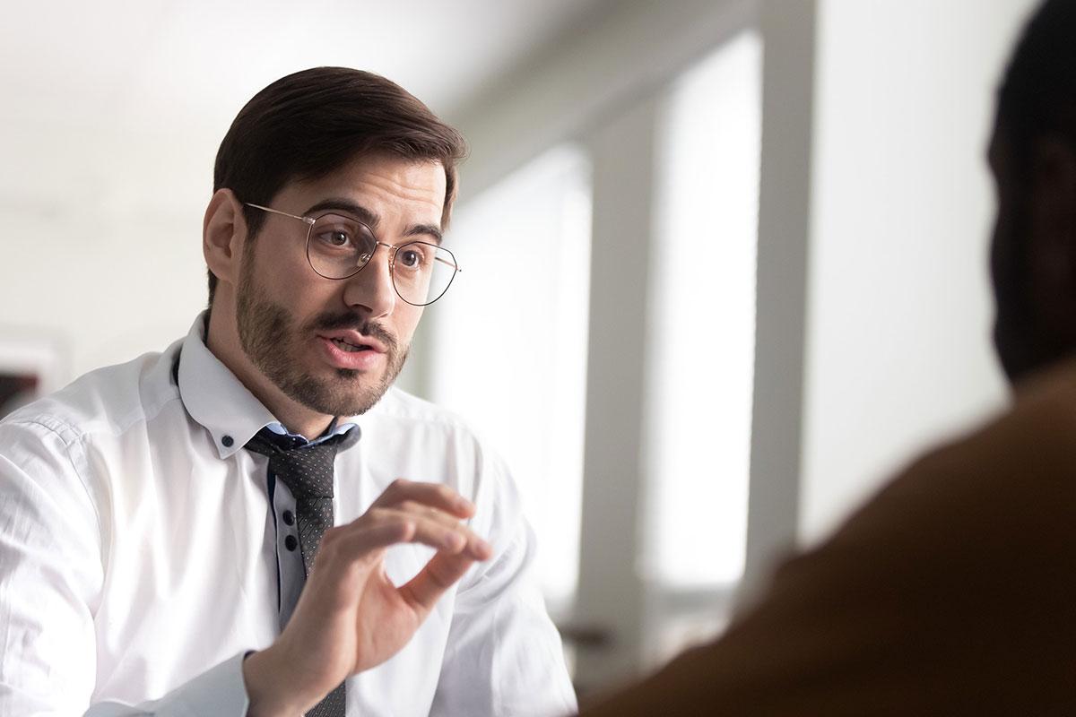 advisor explaining with animation